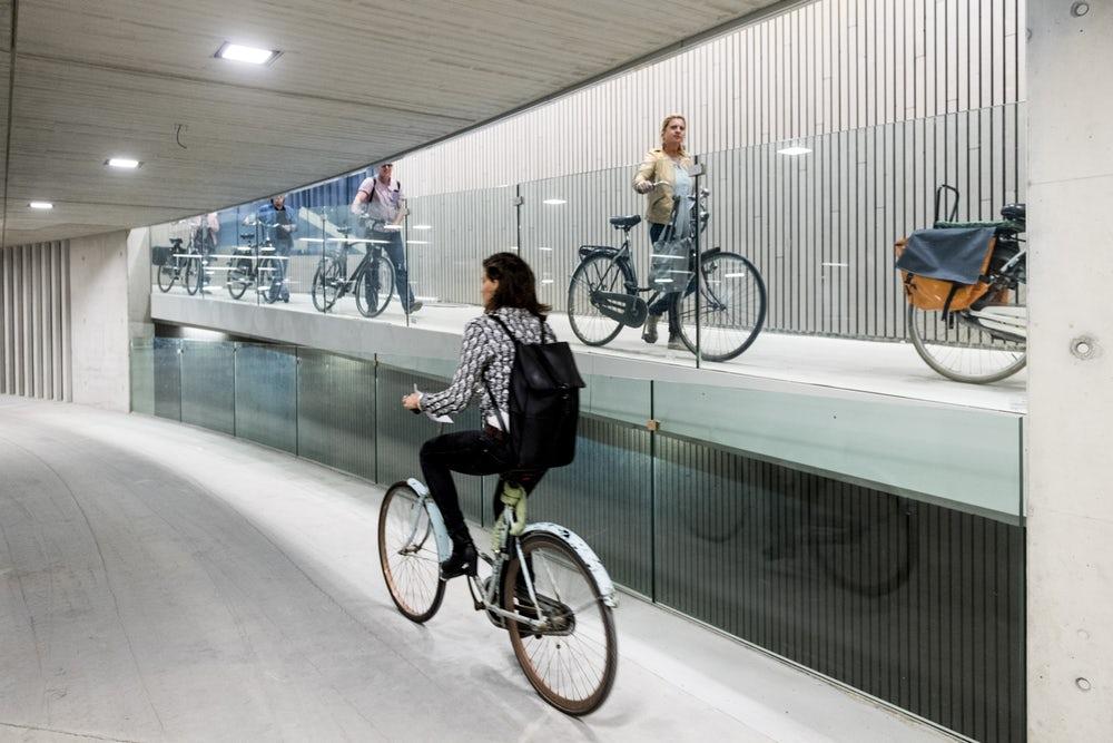 Самая большая велосипедная парковка